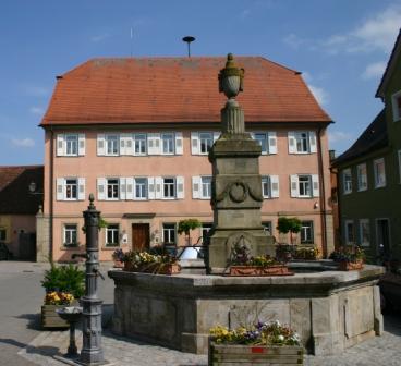 Rathaus mit Brunnen, Foto: C. Braitmaier